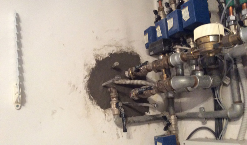 sigillatura-infiltrazioni-acqua-tubi-cavi-01-mosole-soluzioni-edili