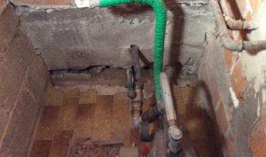 sigillatura-infiltrazioni-acqua-tubi-cavi-04-mosole-soluzioni-edili