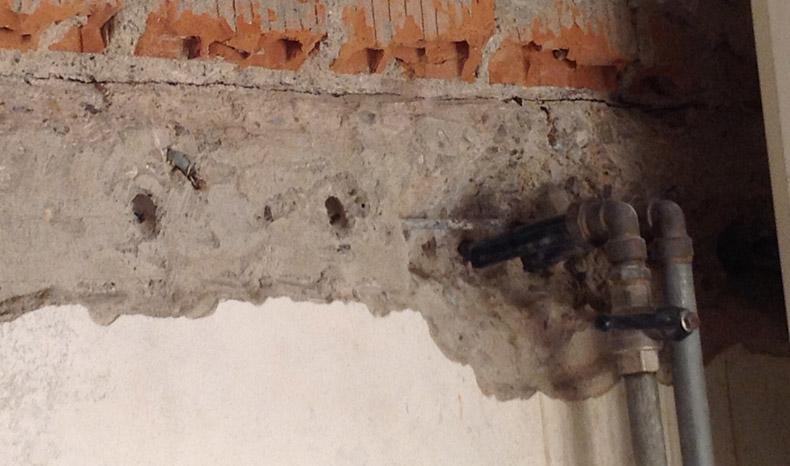 sigillatura-infiltrazioni-acqua-tubi-cavi-05-mosole-soluzioni-edili