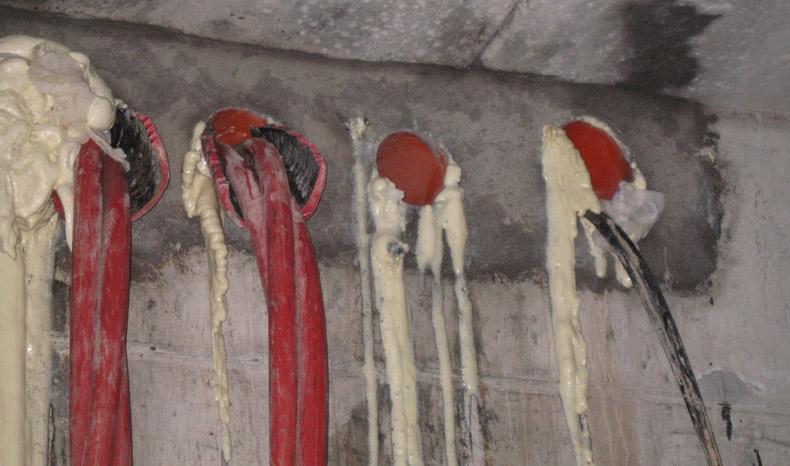 sigillatura-infiltrazioni-acqua-tubi-cavi-06-mosole-soluzioni-edili